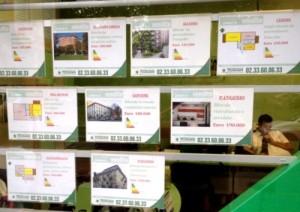 Escaparate inmobiliaria con la nueva etiqueta energetica